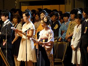 大阪滋慶学園卒業式 「白衣の天...
