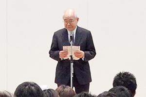 開催地を代表して閉会の挨拶を行う仙台医健専門学校の田﨑学校長