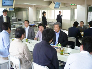 渋澤社長を囲み、経営談義が弾む