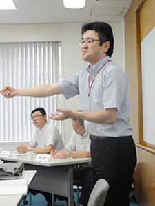 「学生の心に寄り添うことが大切」と語る鈴森室長