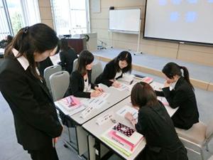 「評価」をテーマに行われたグループ5校による「歯科衛生士教員研修」