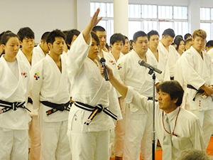 大倉選手(大阪ハイテク)が力強く選手宣誓