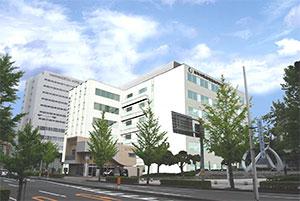 平成27年4月に開校予定の学校法人大阪滋慶学園の「鳥取市医療看護専門学校(仮称)」完成予想図。JR鳥取駅前の一等地に6階建ての白亜の校舎がお目見えする