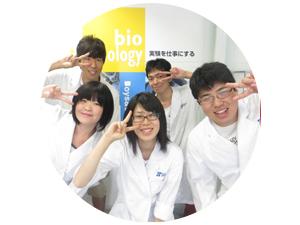 女性向け特製弁当を開発した東京バイオ食品開発コースのメンバー。398円で10月末から関東地区の「ポプラ」で期間限定発売中