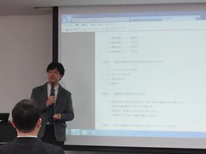 国家試験への取組みについて解説する国家試験対策センターの稲岡センター長