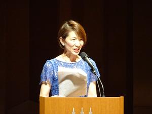 司会を務めるキャリナリー製菓調理大阪校の谷水教務部長