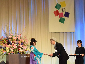 財団法人夏目雅子ひまわり基金事務局長 小達一雄様
