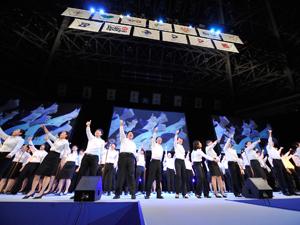 東京福祉、埼玉福祉専門学校のコーラスグループが歌で歓迎