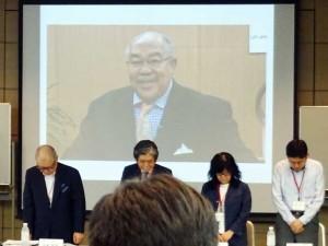 国際教育顧問の故ウォリック・カーター先生に黙祷を捧げました